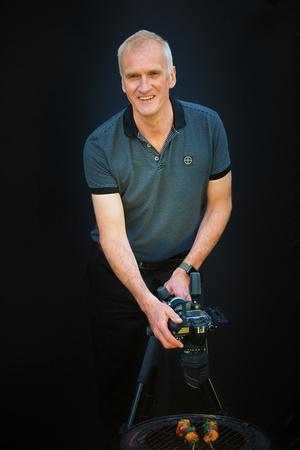 Richard Gill photographing food